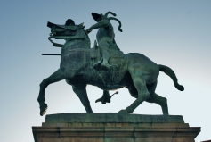 Estatua_ecuestre_de_Pizarro_(Trujillo,_España)_03-2